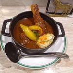69135551 - 骨付き鶏もも肉のバスク風カレー