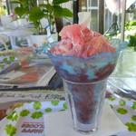 いちごカフェ - いちご果実丸ごとのかき氷