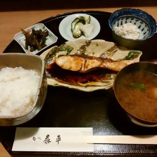"""旬味 泰平 - 料理写真:「日替定食」高級感のある""""一汁三菜""""です。"""