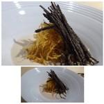 TTOAHISU - ◆お料理名は失念しました。m(__)m フォアグラのムース、ジャガイモのピューレ、下には刻んだソーセージが入り、 上には千切りにしたタップリの「黒トリュフ」や「揚げたジャガイモ」が盛られています。