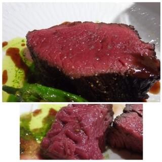 トアヒス - 料理写真:訪問時にシェフが満足されるいい馬肉が入らなく中々頂けなかったのですが、 ようやくこちらで美味しい馬肉を頂けました。 キレイな赤身で柔らかく美味しいですね。クセも全くありません。