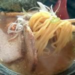 Sapporosakeramemmenshouakamatsu - 麺は中太ストレート麺