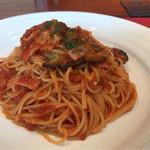 グラン・クロス - ベーコンとナスのトマトスパゲッティ 1340円。
