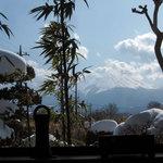 和 - 窓から富士山が見えます。
