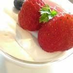 CAFÉ de ROMAN - 【2017/6】いちごプリン