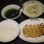 餃子の福包 - ランチ定食(590円)