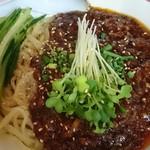 かし亀 - 甘めに味付けされた肉味噌 唐辛子や山椒も利いています