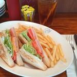 69153831 - ハムチーズサンドイッチ。