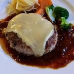 マンガ館ヴィラ  - 短角牛ヴィラハンバーグ(チーズ)