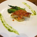 垂水ビストロ シャコルザ - 本日のメインディッシュ~高知県産の金目鯛と宮城県産の貝柱のポワレ トマトとオレンジのエッセンスソースで
