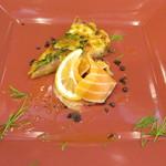 垂水ビストロ シャコルザ - 季節のオードブル~淡路の玉ねぎのキッシュと自家製のスモークサーモン