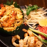 Bangkok Night - タイ風焼きそば/パッタイバイトン
