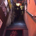 Oashisu - オアシスへ続き地下への階段
