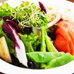 La Provence Café - まるごとトマトのニース風サラダ