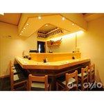 玄海鮨 - カウンターで粋に寿司をつまむのも大人の遊び方のひとつ。