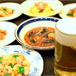 中国料理 萬里 - おつまみセット 950円 生ビールとおつまみ2品がついてこの価格。乾杯に最高!