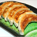 中国料理 萬里 - 餃子 530円 萬里特製の甘とろ豚餃子は熱々ジューシー。オススメです!