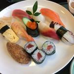 旭寿司 - 稲荷寿司がメチャウマです。 妻のと一緒に稲荷寿司を2貫余分に注文しました。