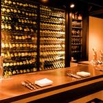 ビストロガストロス - カウンター席でワインバーとして気軽に立ち寄れる。