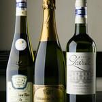 ビストロガストロス - 輸入会社も厳選。状態の良いワインにとことんこだわる。