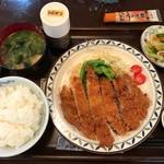 美波 - 料理写真:豚ロースカツ定食=750円