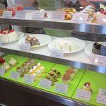 パティスリー ら・じゅゆな - ケーキのケース