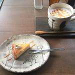 69161909 - ザ・チーズケーキ(420円)、キャラメルマキアート(630円)