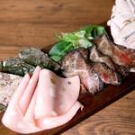 全て自家製、お肉の前菜盛り合わせ