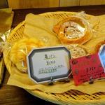 カフェ 亀ゴージュ - 手作りパン