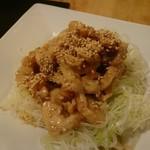 焼肉・塩ホルモン 三ちゃん - 鶏皮ぽん酢
