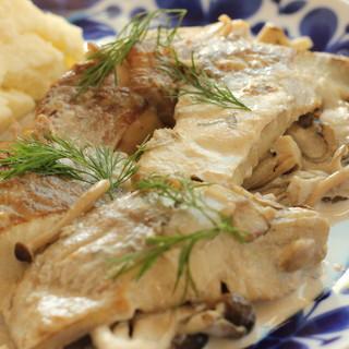 からだと心にやさしいお食事を、可愛らしい北欧のお皿と楽しんで