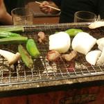 炭鉱ホルモンみっちゃん - ちゃんと野菜も焼いてます