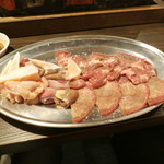 炭鉱ホルモンみっちゃん - 鶏盛り+牛タン他
