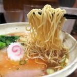 らーめん一郎 - 中細麺は滑らかな喉ごし