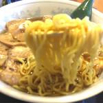 喜多山 - 麺は低加水の味の濃ゆい麺。  前はこんな麺じゃ無かったと思うんだけど・・・  忘れたのか記憶がテレンコしてるのか?  忘れない為にも食べログですわ。