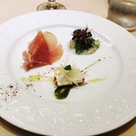 69165491 - 前菜(モッツアレラとトマト、鮃のカルパッチョ、生ハムとメロン)