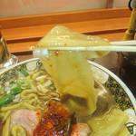 69166441 - 太麺と幅広麺の2種類