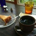 東山ボヌール - 「ホットコーヒー」と「ベイクドチーズケーキ」