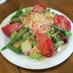東京MEAT酒場 - 本ズワイ蟹とアスパラのマヨトマトサラダ630円+税