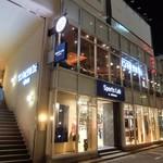 サンマルクカフェ 新宿新南口店 - 店の外観 外階段で2階へ