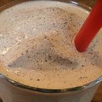 ハリケーンミキサー - コーヒーシェイク+トッピングオレオのアップ