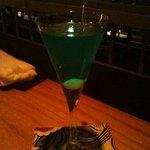 バー銀座パノラマ - オリジナルカクテル あさかぜ(暗くてわかりづらいですが、青色カクテルです)