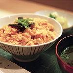 鮭のはらすご飯  (小鉢、漬物、赤だし)