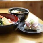 つけ鴨うどん鴨錦 - うどんとお寿司