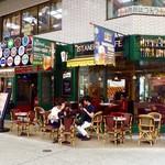 イスタンブールカフェ - 店舗外観。テラス席が目立つ店先。