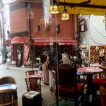 イスタンブールカフェ - 店内から外を見た時の風景。