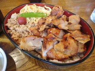 鳥焼 辰の字 - 焼鳥弁当(大山鶏 炭火焼)