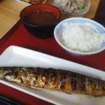 69174668 - 秋刀魚の塩焼きと味噌汁とご飯