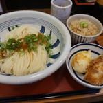 69176026 - 生醤油うどん・かやくご飯・天ぷら2つ