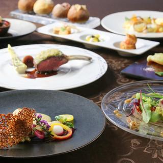 旬の素材で華やかに表現する本格フレンチレストラン